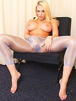 Kagney Linn Karter rubs her wet pussy.